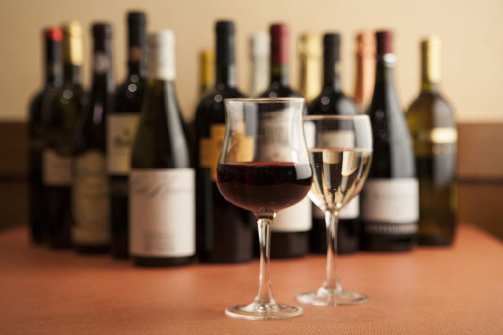 ワインボトルとグラス