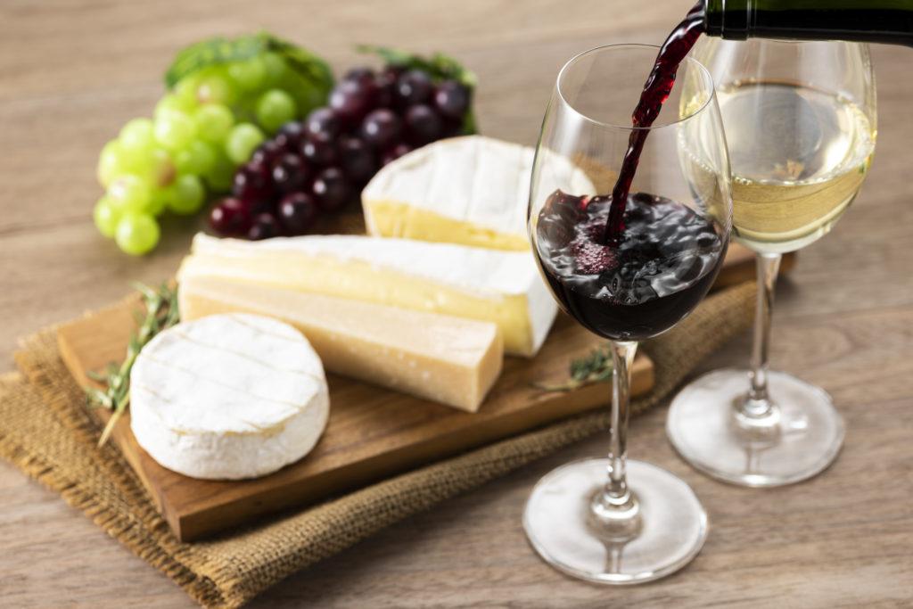 ボルドーワインとチーズの盛り合わせ