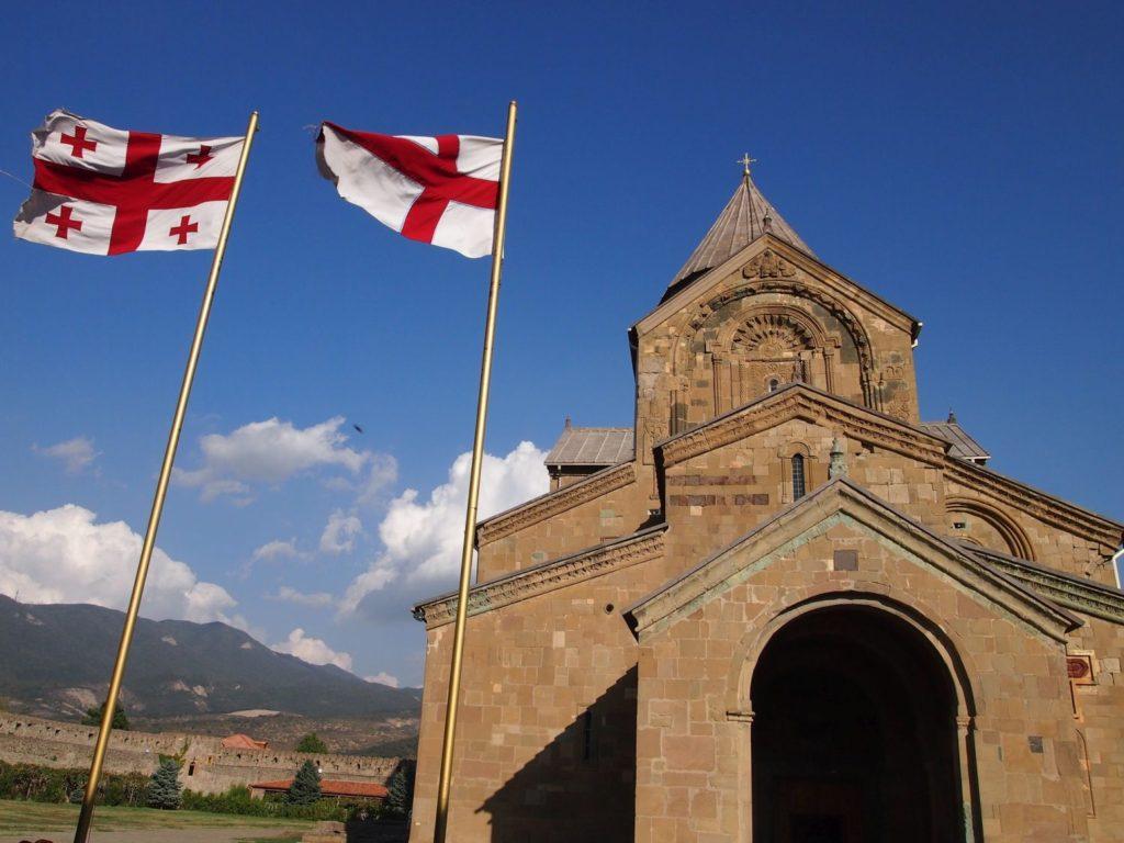 ジョージア国旗と教会