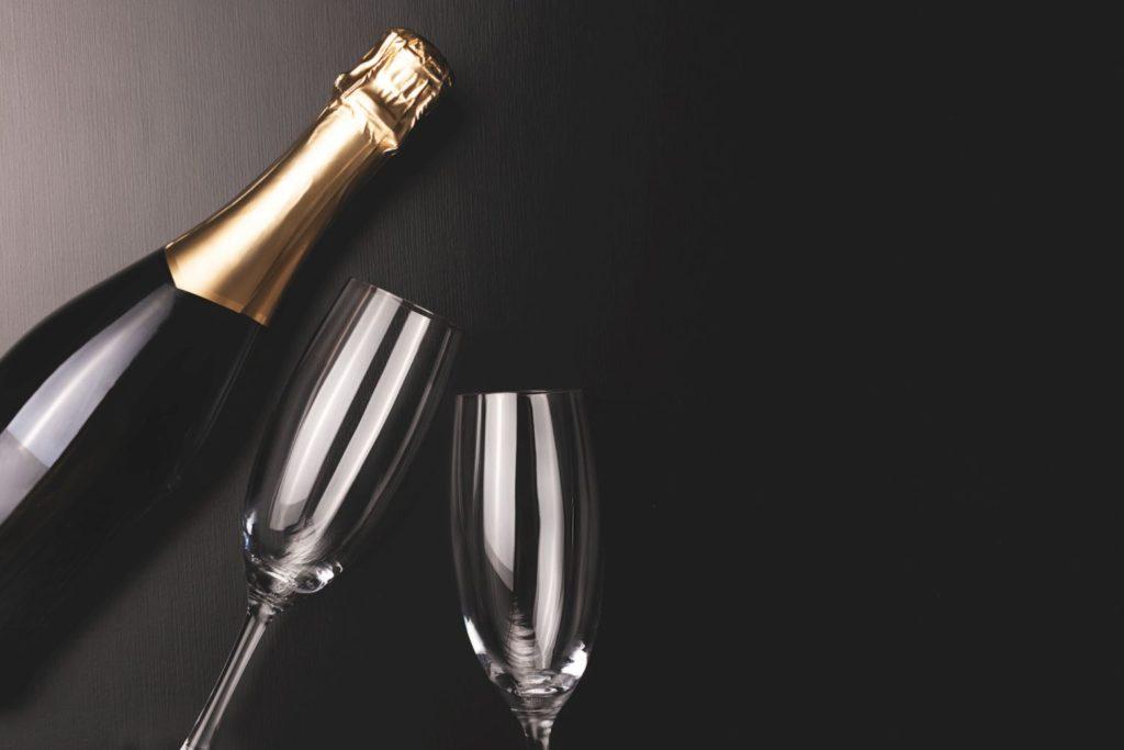 スパークリングワインとグラス